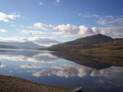 Luxury Loch Side Holiday Cottage in Scotland