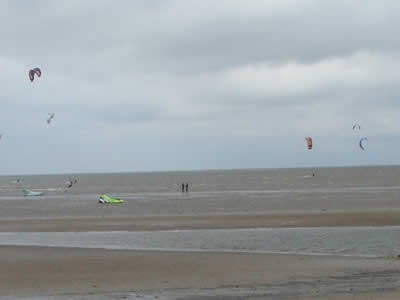 Kite Surfing on Hunstanton Beach © Rob Shephard 2008