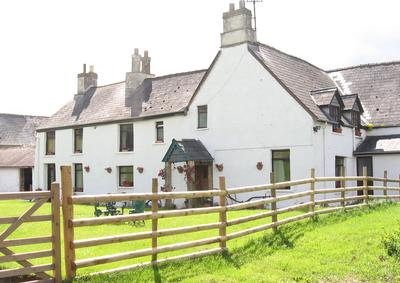  SHORT  BREAKS FOR 2-10 PERSONS  145 - 675  pounds in the Brecon Beacons, Brecon holiday cottage