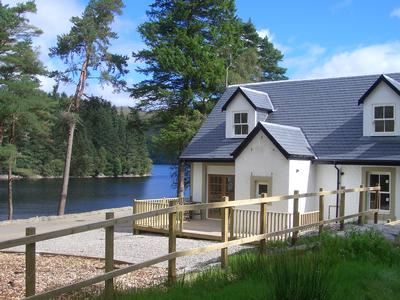 Waterside Cottage Special Offers, Loch Lomond and Trossachs Park holiday cottage