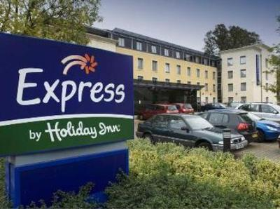 http://www.lovetoescape.com/images/rr/56648/express-by-holiday-inn-bath-bath.jpg