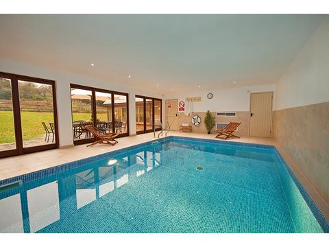 Pet dog friendly holiday homes and villas in somerset england boo for Holiday homes in somerset with swimming pool