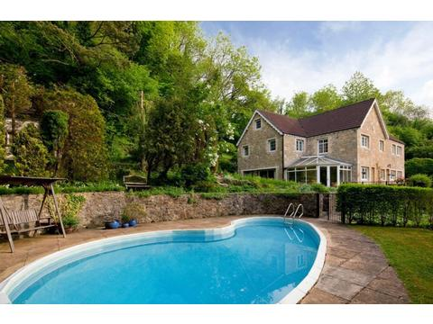Spring House Large Self Catering Near Bath Holiday Cottage Wiltshire