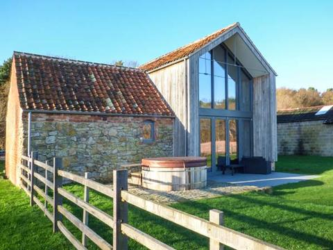 Oak house at bluebell glade luxury accommodation tealby for Modern house holiday lets